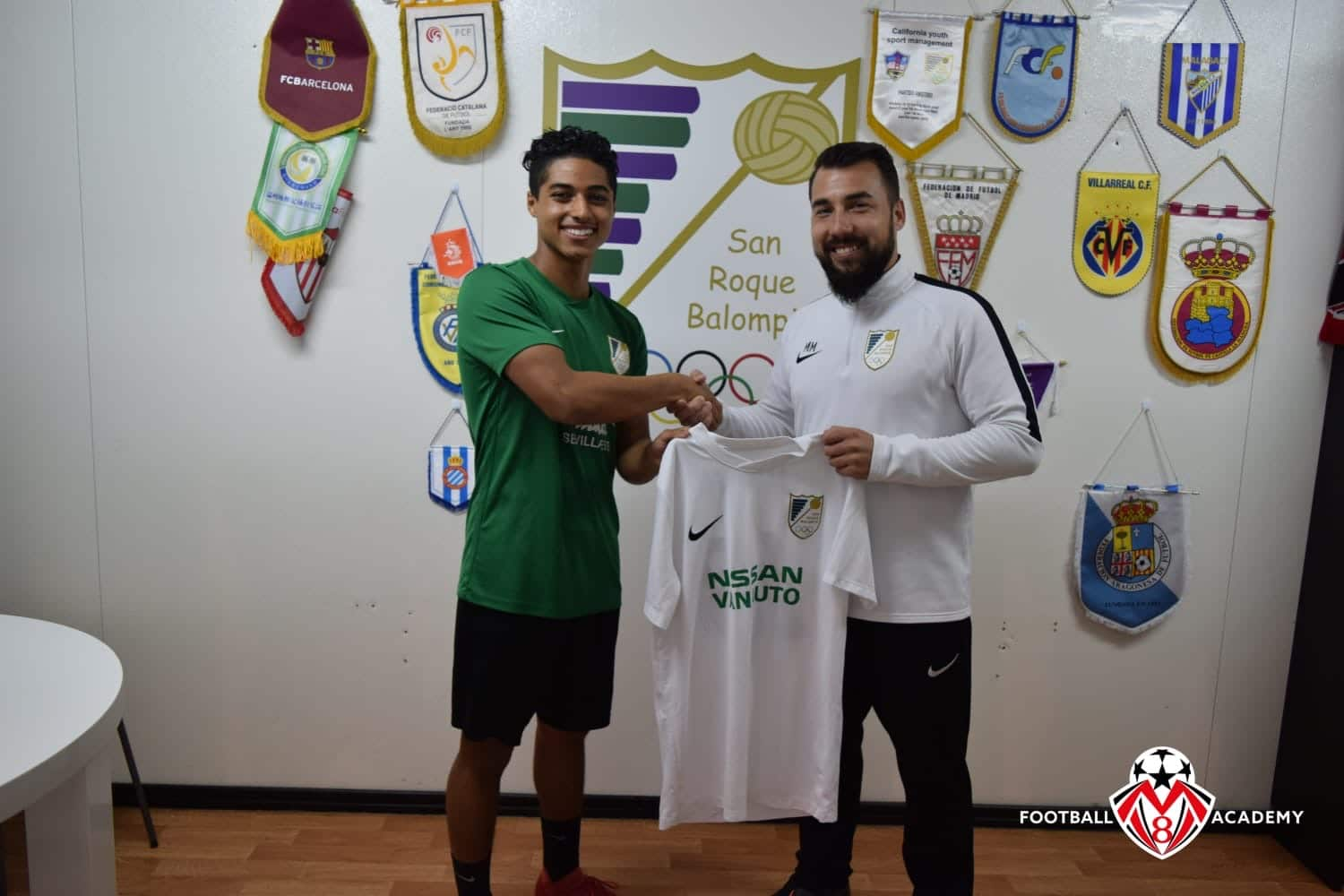 Angelo Bejarano signing  with the San Roque Juvenil A